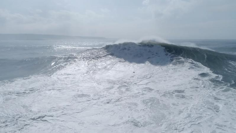 Surf XXL Nazaré : Sauvetage qui tourne mal, Alex Bothelho et Hugo Vau en mauvaise posture